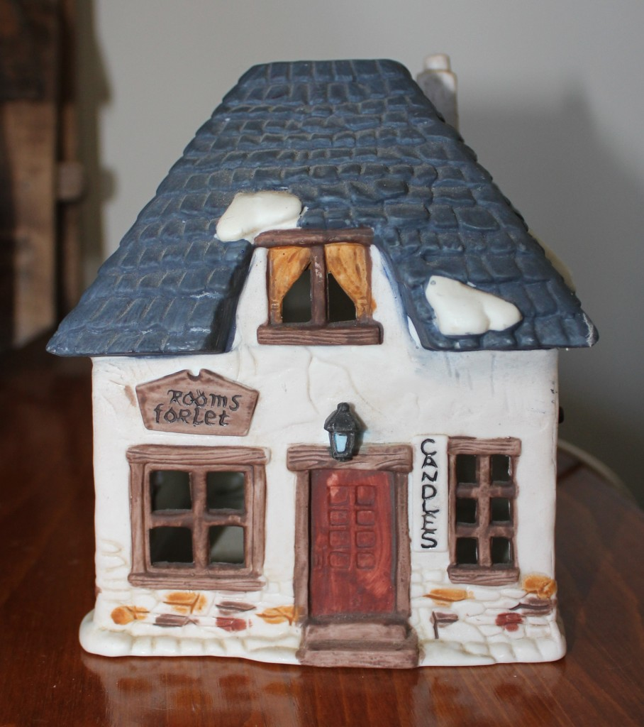 Charles Dickens Christmas Village house